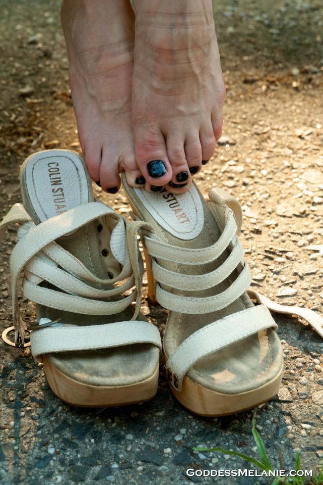 obey melanie feet